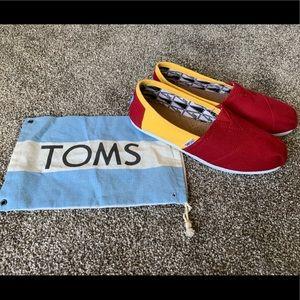 TOMS USC shoes (NWOT)